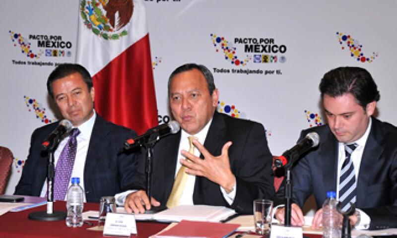 Jesús Zambrano –centro- afirmó que el pacto surgió como parte de un ejercicio transversal y no como iniciativa del Gobierno Federal. (Foto: Notimex)
