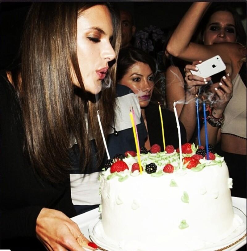 Alessandra recibió cientos de felicitaciones por sus 33 años.