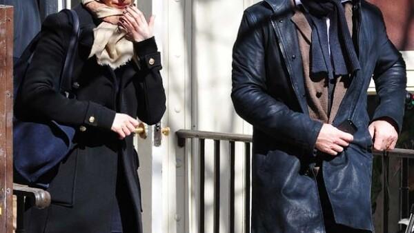 El guapo actor se encontraba en el supermercado con su esposa Rachel Weisz, cuando sorprendió a un fan escondido tratando de tomarle una fotografía por lo que le arrebató el celular muy enojado.