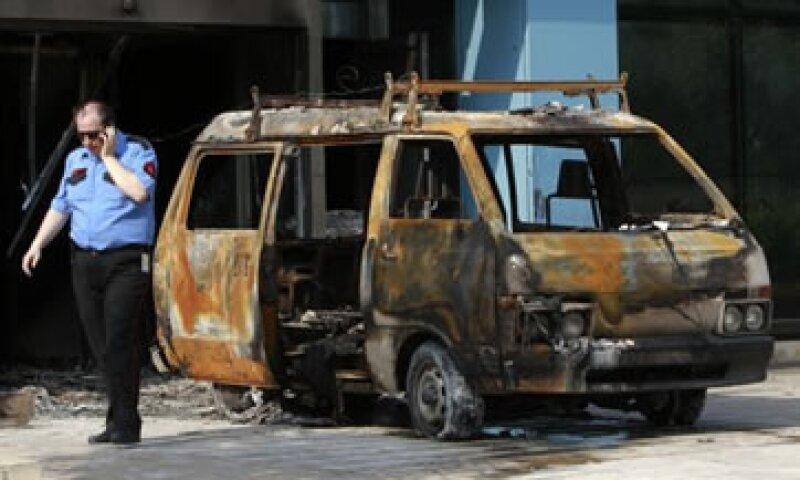 Los guardias de seguridad dijeron que un grupo de hombres los obligaron a dejar el edificio antes de hacer estallar la camioneta. (Foto: Reuters)