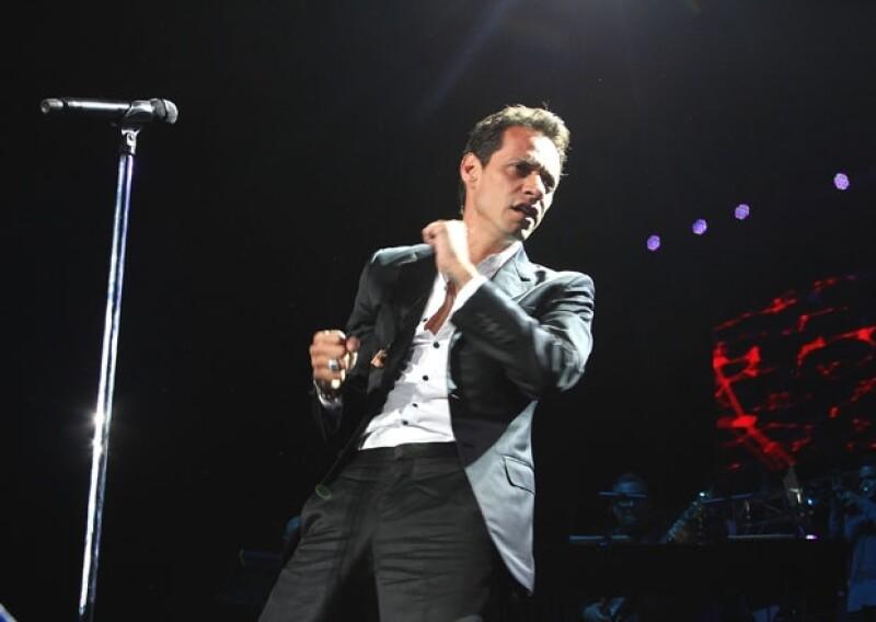 El cantante está en la Ciudad de México y ofrecerá dos conciertos más en el recinto de Reforma.