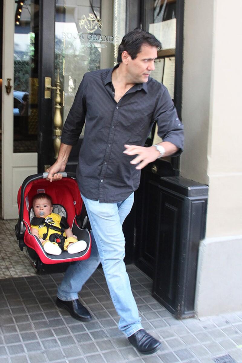 El hermano de la cantante salió con el pequeño Sasha, quien, según reveló su abuelo, ya gatea.