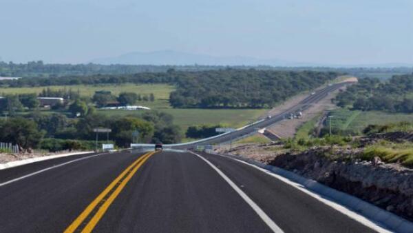 Autopista San Juan de los Lagos-Encarnaci�n de D�az