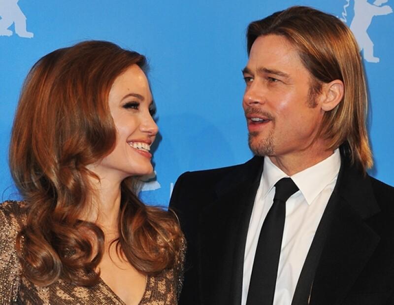 Angelina Jolie y Brad Pitt se conocieron durante la filmación de `Mr. and Mrs. Smith´y se comprometieron en abril de este año.