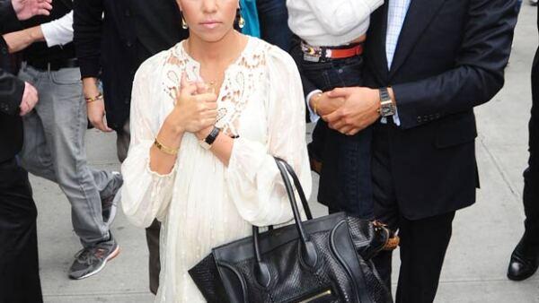 De acuerdo con allegados a la familia Kardashian, la estrella televisiva quiere reconquistar a su ex pareja por el bien de sus tres hijos.