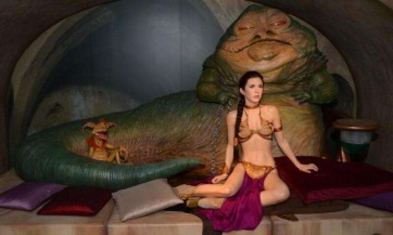 Una réplica de la escena entre 'Jabba the Hutt' y la 'princesa Leia' es exhibida en el museo de cera Madame Tussauds en Londres, Inglaterra (Foto: Getty Images/Archivo)
