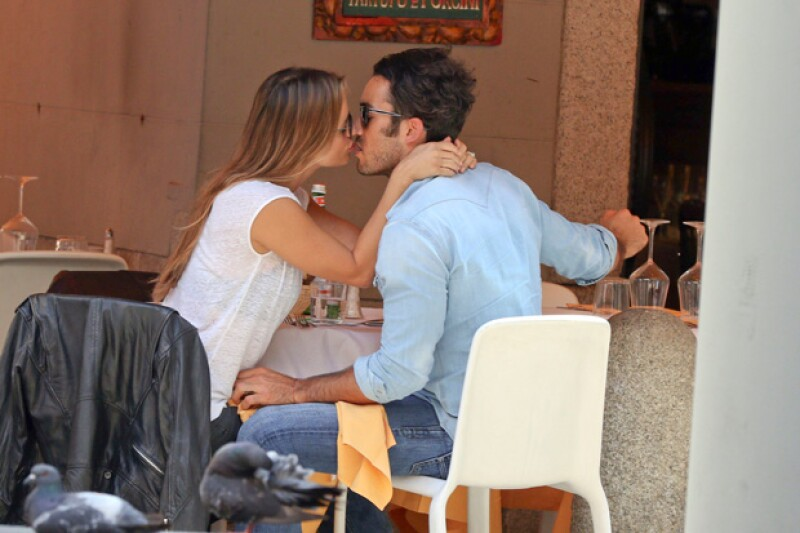 Los esposos comieron en el restaurante Il Cestino, en donde no podían dejar de demostrarse su amor.