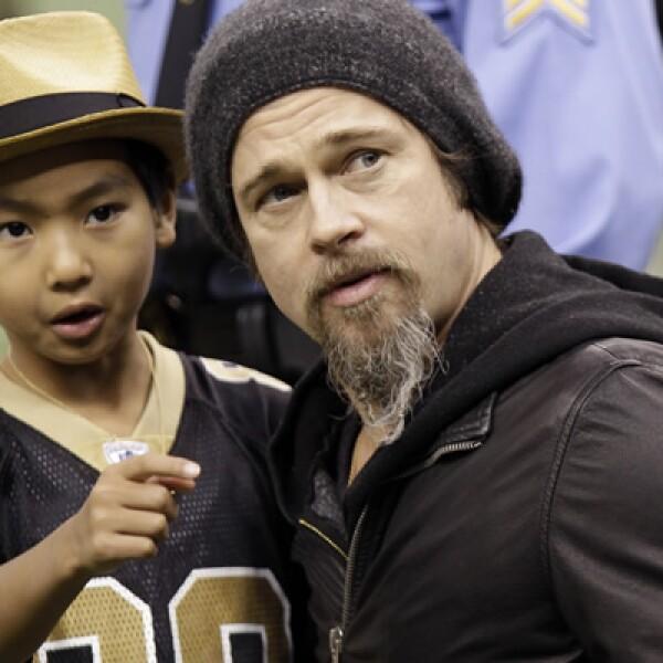 El actor Brad Pitt llevó a su hijo Maddox a un juego de los Santos de Nueva Orleans.