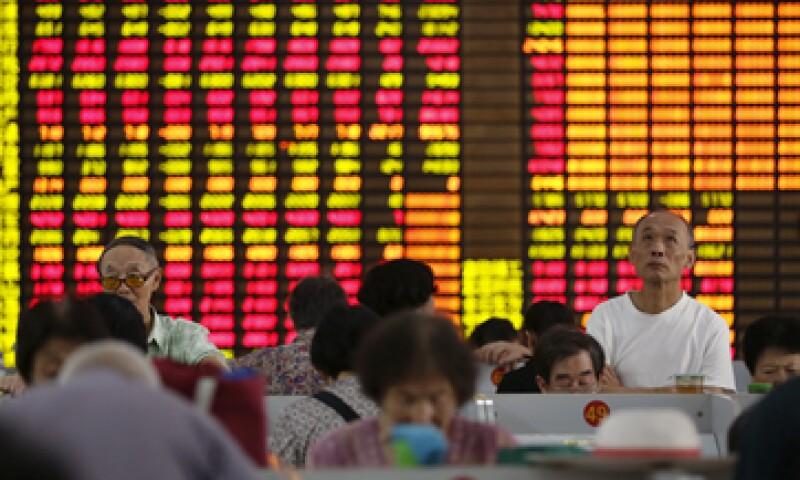 Durante la sesión del lunes, Shanghái llegó a perder 9%. (Foto: Reuters )