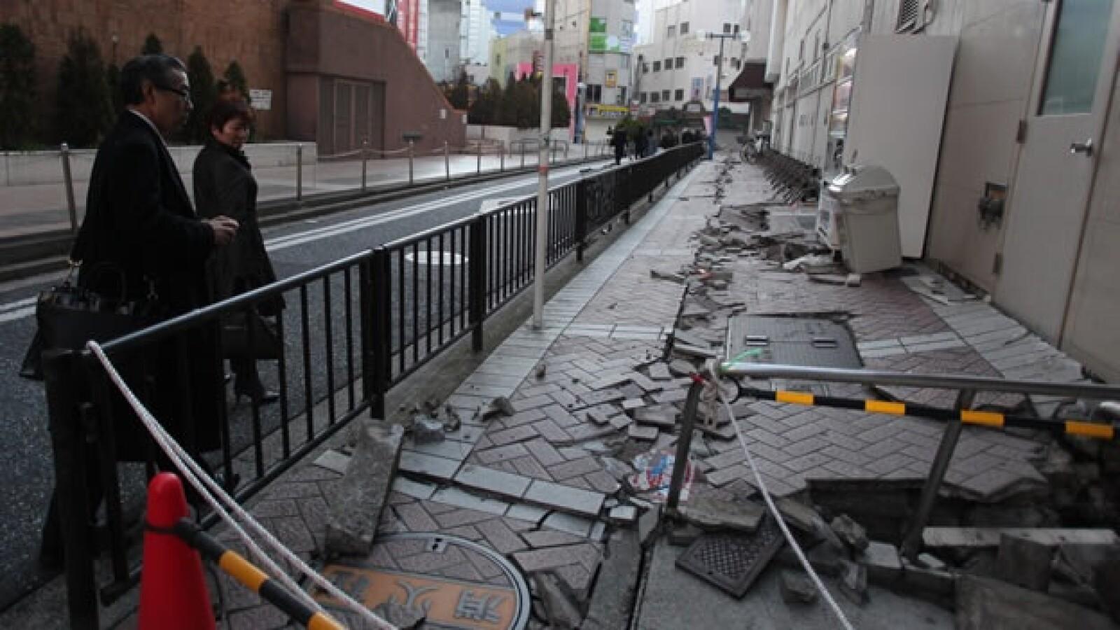 Una fisura ilustra la magnitud del terremoto en Japón