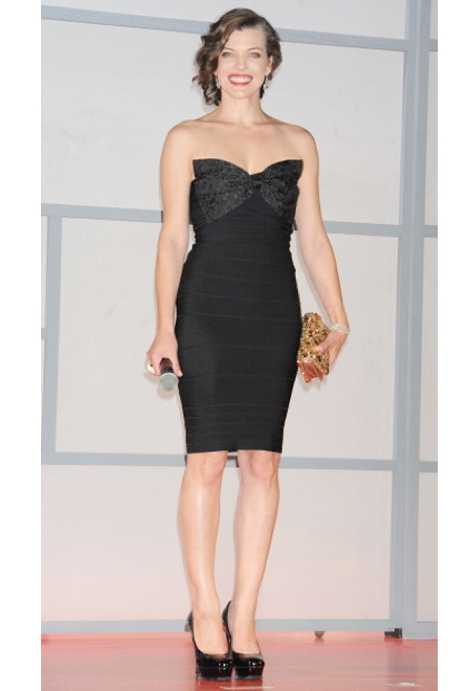 No podía faltar el clásico Little Black Dress. Éste es de Hervé Léger.