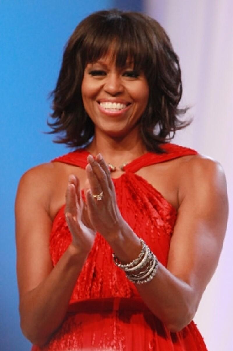 La primera dama de Estados Unidos sorprendió cuando decidió unirse a las famosas con `bangs´ pero según confesó, todo fue porque tuvo una `crisis de edad´.
