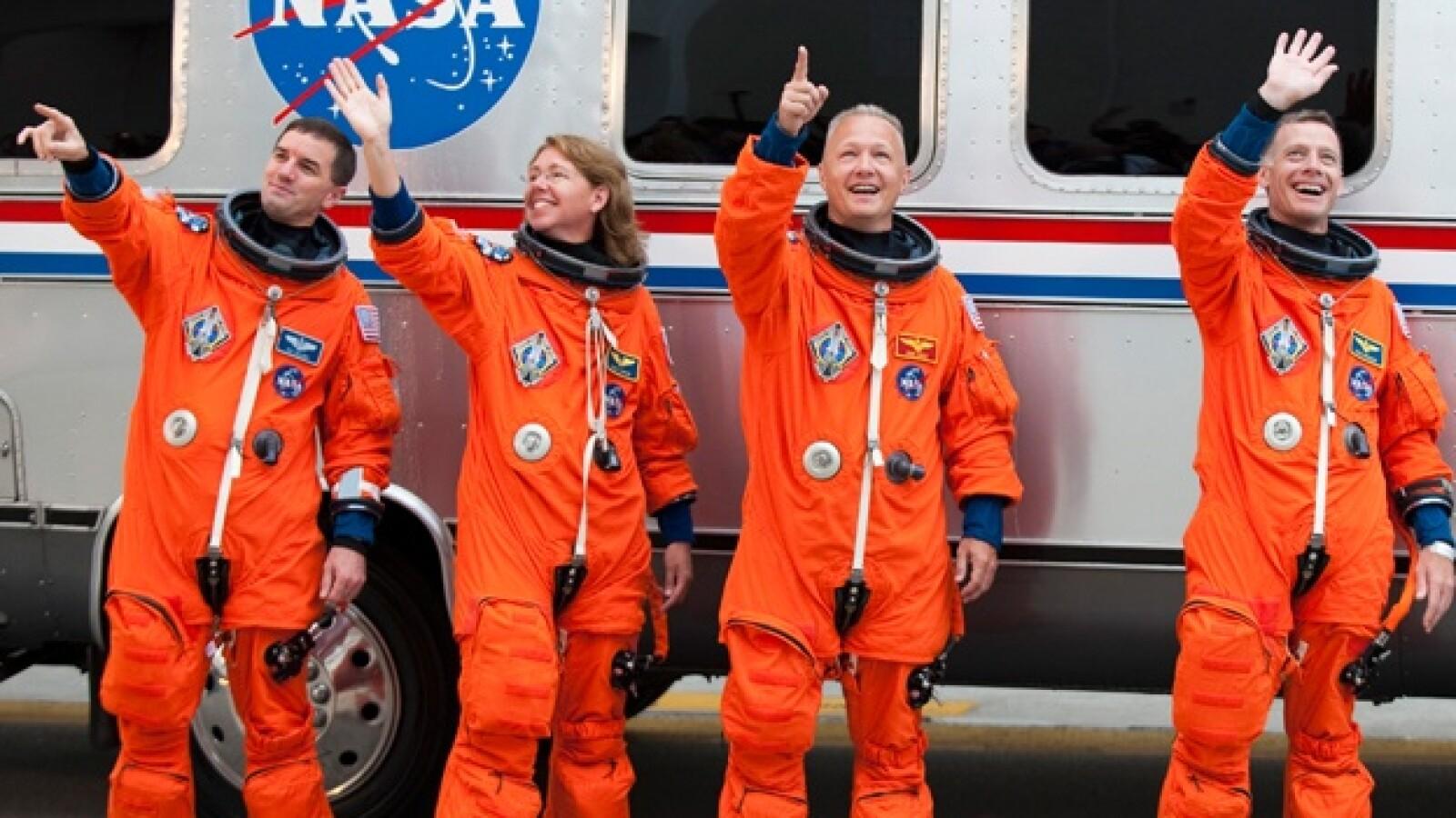 atlantis despegue transbordad astronautas