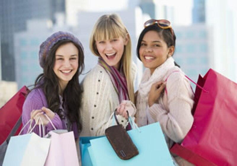 Si vas hacer compras de prendas de vestir, accesorio u otros artículos paga de contados, recomienda la Condusef.  (Foto: Photos to Go)