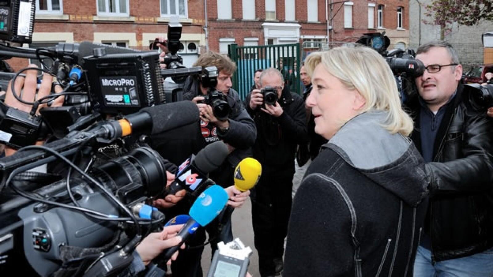 Marine Le Pen acude a votar