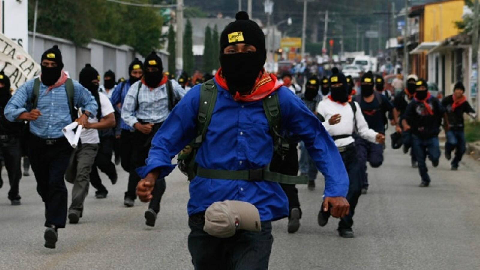 zapatistas participan en la marcha por la paz