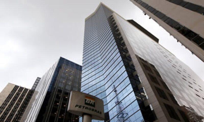 Los fiscales han acusado a exejecutivos de Petrobras y a dos decenas de firmas de ingeniería de inflar el valor de los contratos. (Foto: Reuters )