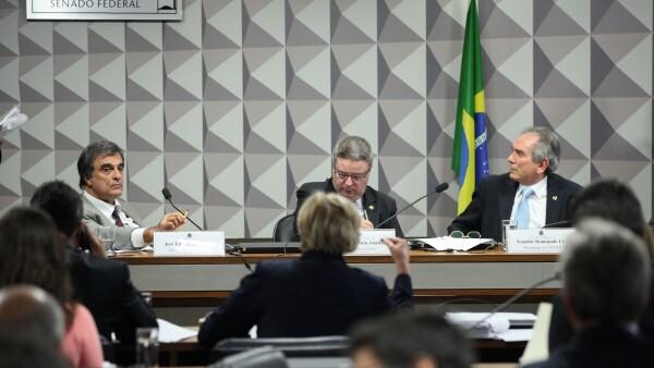 La comisión encabezada por Raimundo Lira mantuvo el calendario original ante las presiones del gobierno interino por acelerar la destitución de Rousseff.