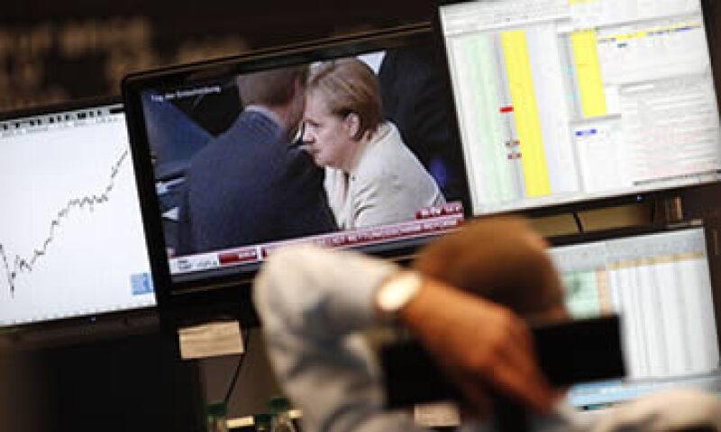 Las acciones de automotrices y de compañías mineras estuvieron entre las de peor desempeño este viernes. (Foto: Reuters)
