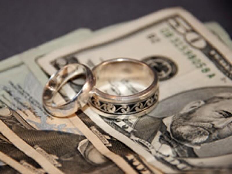 En 1971 sólo tres de cada 100 matrimonios terminaban en divorcio. Ahora son 12 de cada 100. (Archivo)