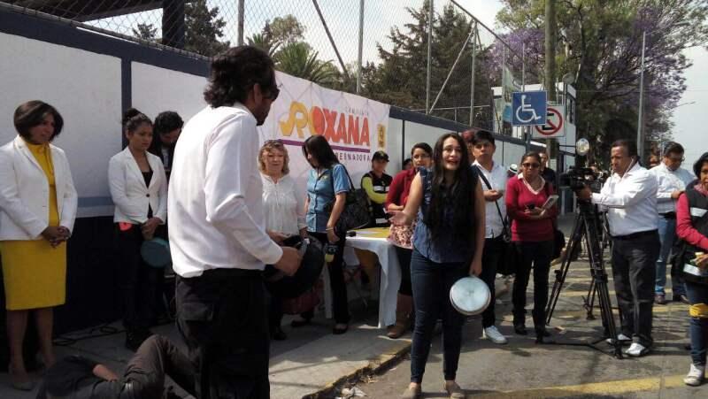 El equipo de la candidata fingió un robo frente a las oficinas de la dependencia.