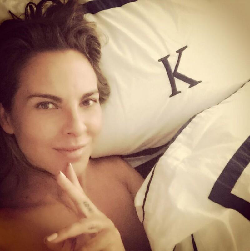 """La actriz utilizó las redes sociales para comunicarle a su """"familia virtual"""" la emoción acerca de su nueva faceta, con el tequila que pondrá próximamente a la venta."""