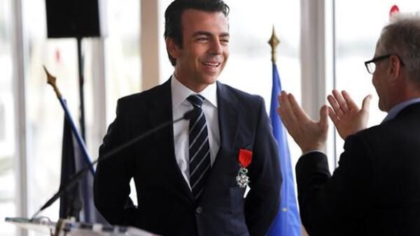 El presidente de Cinépolis dijo sentirse honrado por la condecoración otorgada por el gobierno francés y aseguró estar enamorado de la cultura y literatura francesa desde niño.