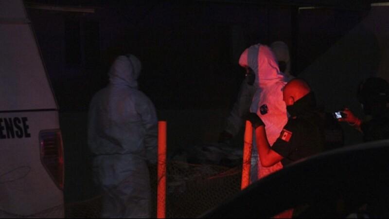 Autoridades trasladan los restos encontrados en un crematorio abandonado de Acapulco el viernes por la madrugada