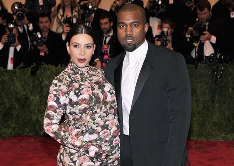 A pesar de que el nacimiento de la bebé de la pareja estaba programado para el 11 de julio, Daily Mail informó que Kim dio a luz este sábado en un hospital de Los Ángeles.