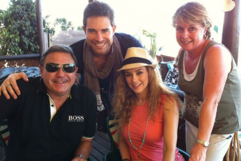 La actriz mexicana visitó a los padres de su actual pareja Sebastián Rulli, con lo que parece que la relación va muy en serio.