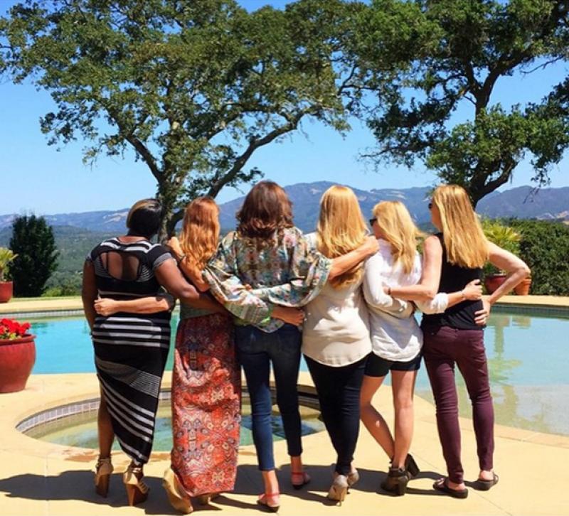 Caitlyn Jenner no ha dudado en compartir fotos acompañada de sus amigas.