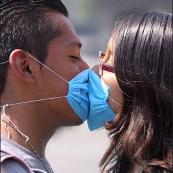 Los besos y contacto cercano quedaron prohibidos