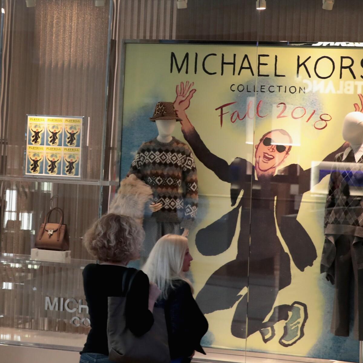 PARÍS – El grupo de moda estadounidense Michael Kors oficializó este martes  la compra de la casa italiana Versace, valorada en 2,120 millones de dólares,  ... 2d5948b93e