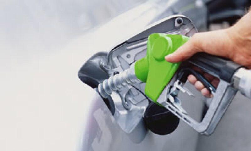 En 2012 el ajuste en el precio de las gasolinas fue de 10.2% y 6.5% para las gasolinas Magna y Premium, respectivamente. (Foto: Getty Images)
