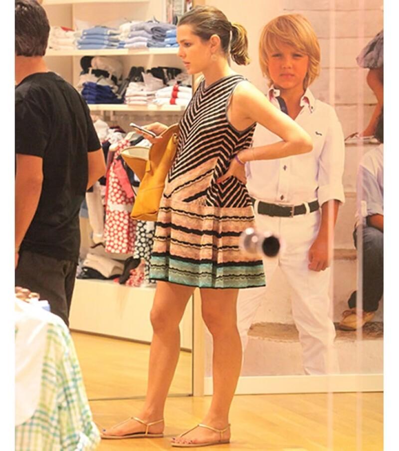Carlota visitó las mejores boutiques de ropa para bebé durante sus vacaciones.