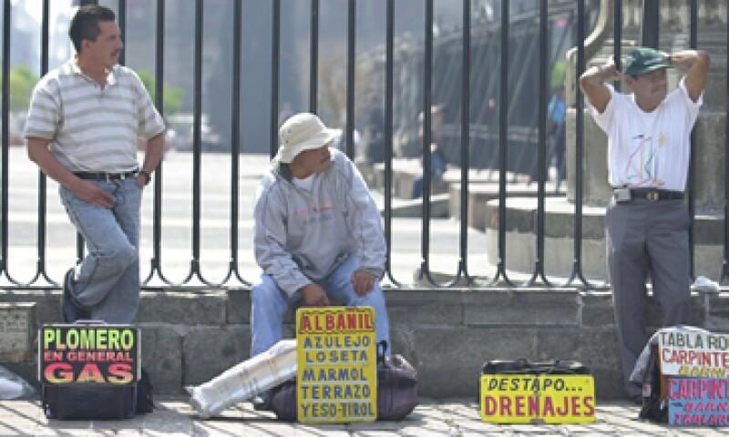 La tasa de desempleo entre los adultos mexicanos se mantuvo en 3.8% en marzo. (Foto: AP)