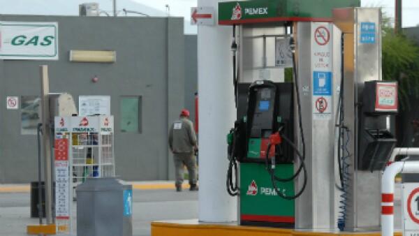 La gasolina  solo podrá subir 3.0% del valor que tiene en 2015. (Foto: Notimex)