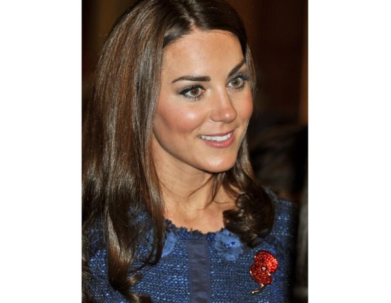 Los Duques de Cambridge asistieron el miércoles a la premier de una película en Londres y este jueves a una carrera de Polo. Kate lució radiante.