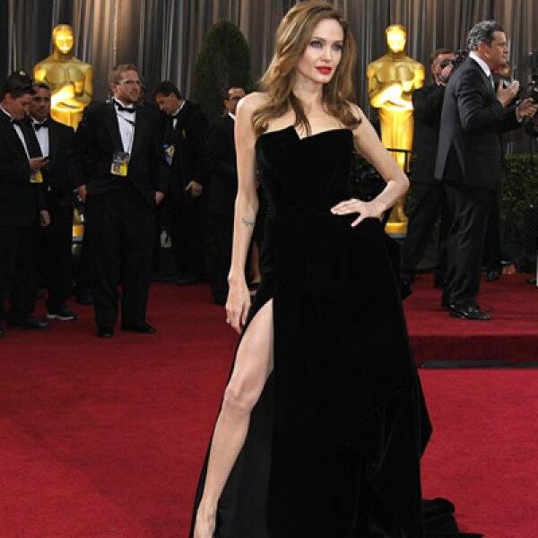 La actriz Angelina Jolie, quien se sometió recientemente a una doble mastectomía preventiva, busca ayudar a las mujeres en riesgo de padecer cáncer.
