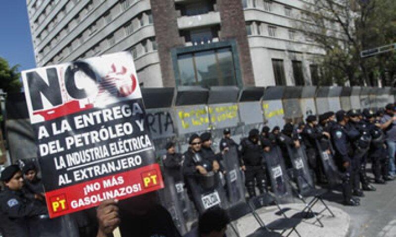 Otras organizaciones de izquierda alistan protestas en torno al Senado. (Foto: Cuartoscuro)