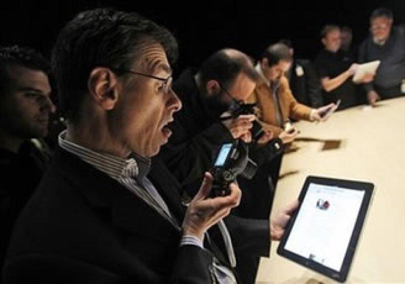Editoriales buscan transformar sus publicaciones impresas en aplicaciones para el iPad. (Foto: AP)