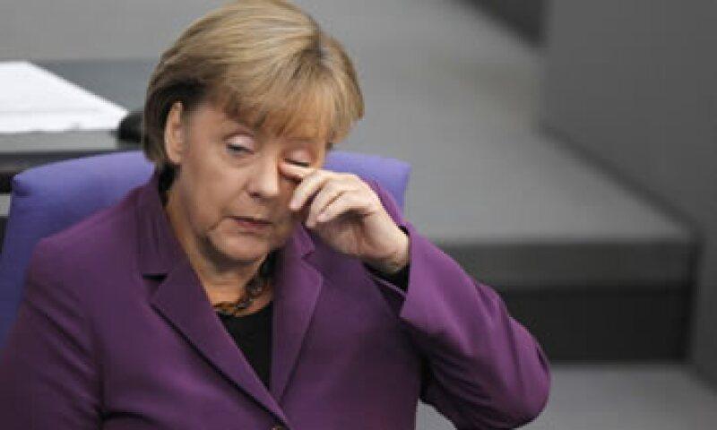 La canciller alemana Angela Merkel reiteró su oposición a la introducción de bonos de la zona euro. (Foto: Reuters)