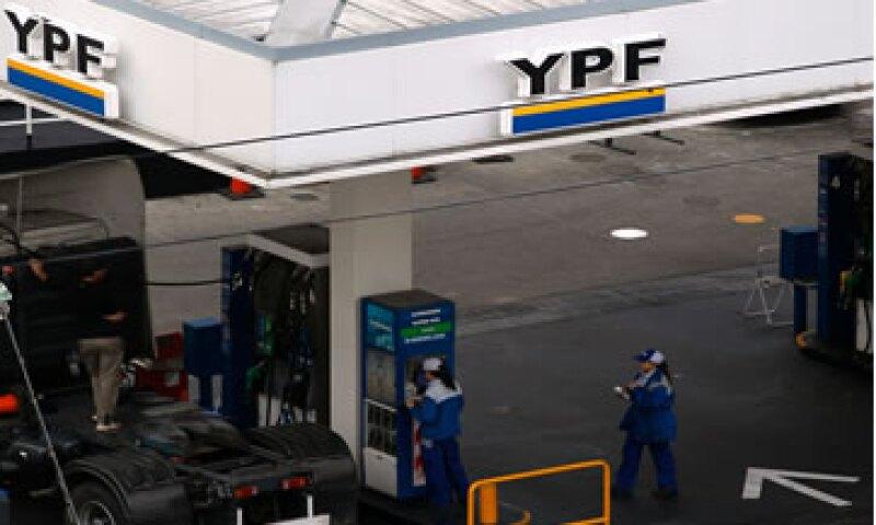 YPF enfrenta la oposición de Repsol ante el acuerdo que ha firmado con Chevron para explotar el yacimiento de Vaca Muerta. (Foto: Reuters)