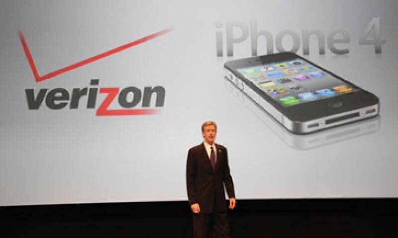 De acuerdo con la firma Nielsen, Apple lidera ahora el crecimiento en el sector de teléfonos inteligentes. (Foto: AP)