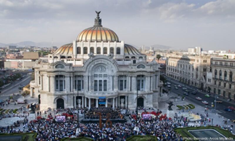 Esta noche, el Palacio brillará con la proyección de luces sobre su fachada principal. (Foto: Cortesía INBA)