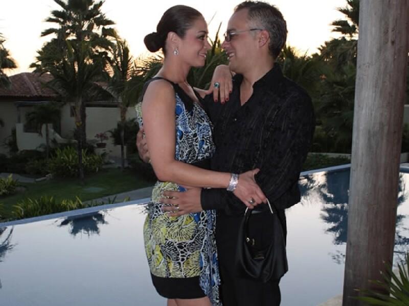 Su esposo Gregorio Jiménez, es quien convenció a la actriz y conductora de formar una familia.