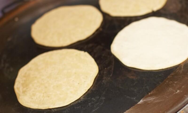 La tortilla tiene numerosos minerales y vitaminas, pero se pierde una gran cantidad de ellos en el proceso de nixtamalización. (Foto: Thinkstock)