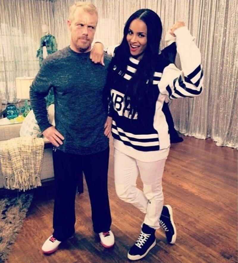 Ciara entrena con Gunnar Peterson para mantener su condición física.