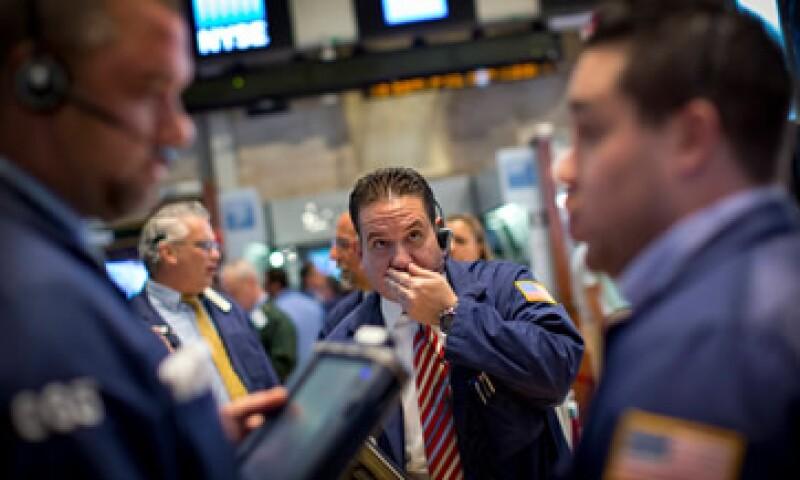 El Dow Jones avanzó 0.59%, mientras que la Bolsa mexicana permaneció cerrada por el feriado en México. (Foto: Reuters)