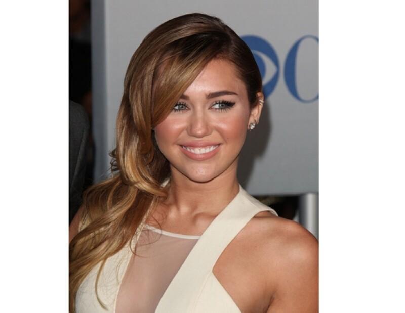 Miley ensayaba un salto mortal cuando tuvo el accidente que le causó una fractura en el coxis.